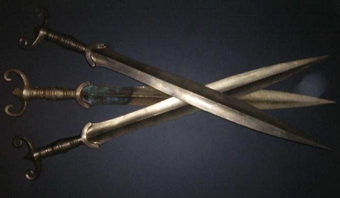 bronzové meče - 1. foto